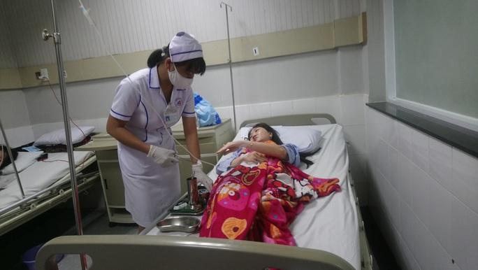 Nhiều người nhập viện khẩn cấp nghi do ngộ độc cá hồng - Ảnh 1.