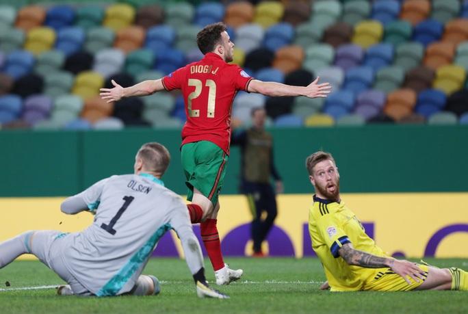 Tân binh Liverpool lập công, Bồ Đào Nha mở đại tiệc chiến thắng tặng Ronaldo - Ảnh 5.