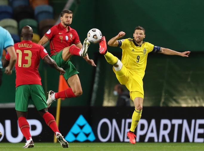 Tân binh Liverpool lập công, Bồ Đào Nha mở đại tiệc chiến thắng tặng Ronaldo - Ảnh 1.