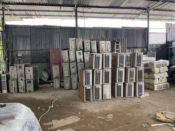 Bí mật nằm trong 3 xe tải đang lưu thông ở Tân Phú - Ảnh 1.