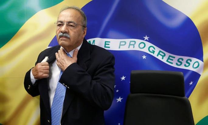 Nghị sĩ Brazil bị buộc từ chức vì giấu tiền vào quần lót - Ảnh 1.