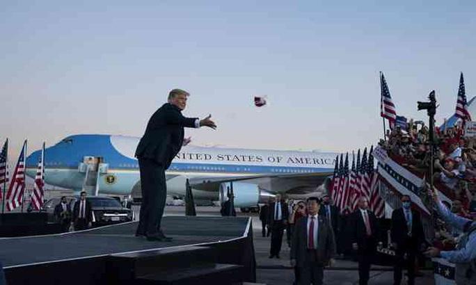 Tổng thống Trump đánh mất hai khối cử tri quan trọng? - Ảnh 1.