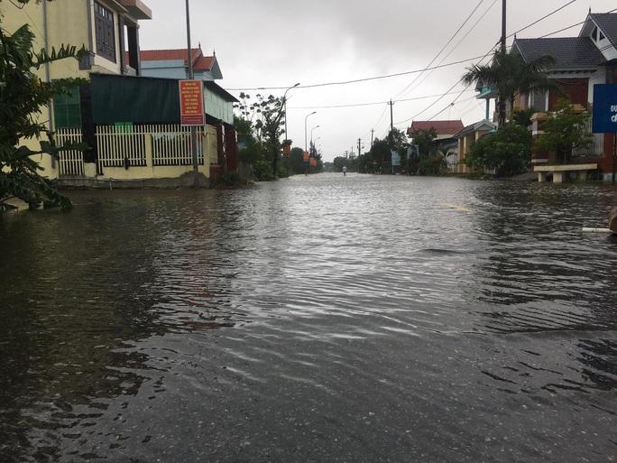 Lũ chồng lũ, 11.000 nhà dân ở Quảng Bình lại ngập chìm trong nước - Ảnh 3.
