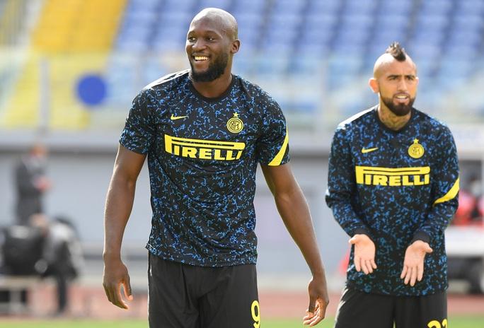 Trước trận derby thành Milan: Lukaku sẽ đánh bại sư phụ Ibrahimovic? - Ảnh 3.