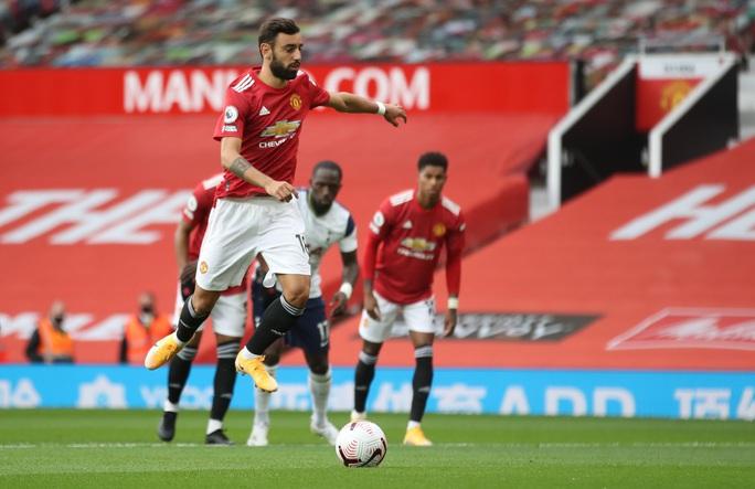 Real Madrid và Barcelona sẵn sàng cướp Bruno Fernandes của Man United - Ảnh 2.