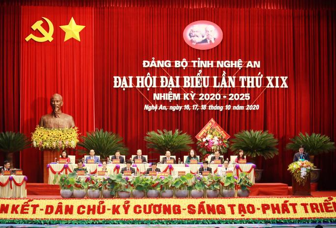Thủ tướng Nguyễn Xuân Phúc dự chỉ đạo Đại hội Đảng bộ tỉnh Nghệ An - Ảnh 1.