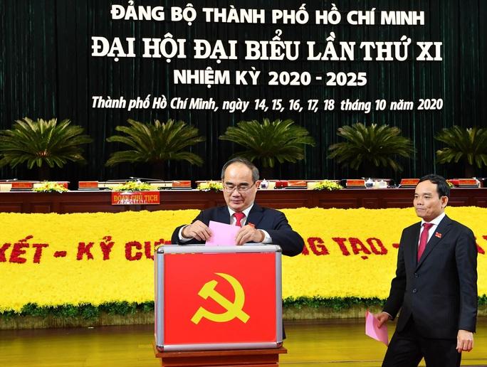 Bỏ phiếu bầu Ban Chấp hành Đảng bộ TP HCM nhiệm kỳ 2020-2025 - Ảnh 1.
