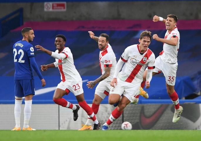 Công làm thủ phá, Chelsea mất ngôi nhì bảng Ngoại hạng - Ảnh 7.