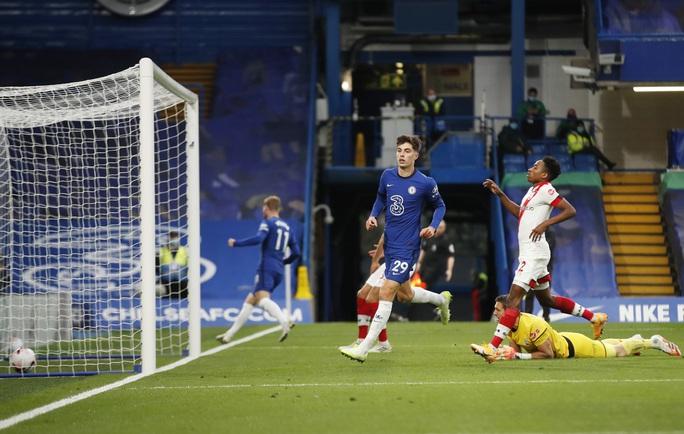 Công làm thủ phá, Chelsea mất ngôi nhì bảng Ngoại hạng - Ảnh 6.