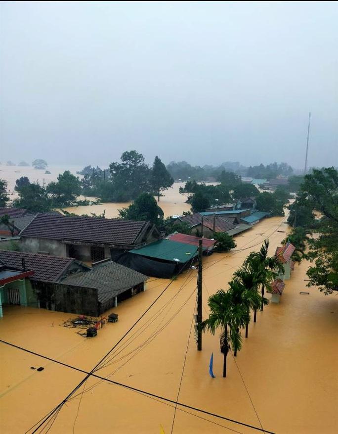 Quảng Trị:  Mưa như trút nước, nhiều thủy điện ở miền núi vượt tràn từ 3 - 4 m - Ảnh 5.