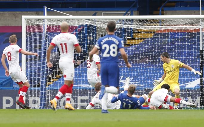 Công làm thủ phá, Chelsea mất ngôi nhì bảng Ngoại hạng - Ảnh 2.
