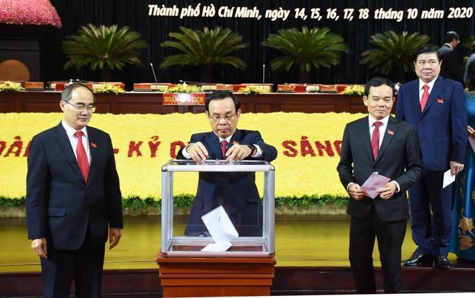 Đại hội Đảng bộ TP HCM khóa XI ủng hộ đồng bào bị bão lũ miền Trung - Ảnh 1.