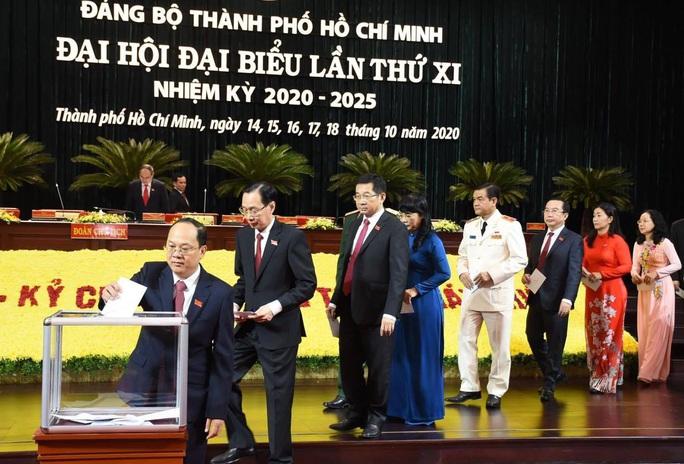 Đại hội Đảng bộ TP HCM khóa XI ủng hộ đồng bào bị bão lũ miền Trung - Ảnh 2.