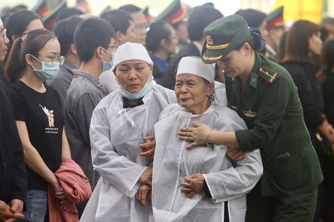 Lễ truy điệu 13 liệt sĩ hy sinh tại Rào Trăng 3 - Ảnh 6.