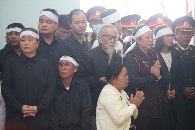Xúc động Lễ tang 13 liệt sĩ hy sinh tại Rào Trăng 3 - Ảnh 12.