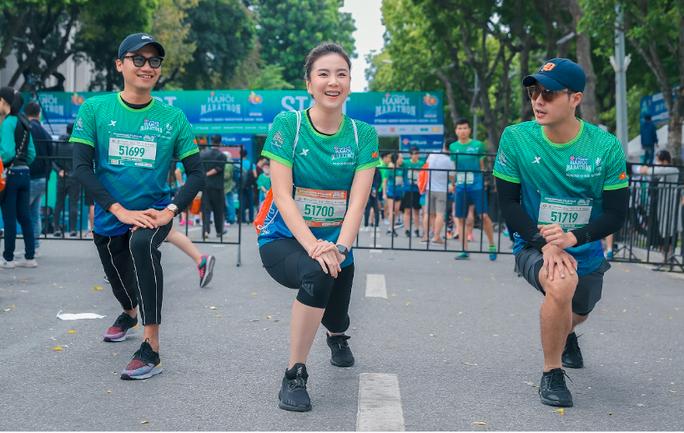 Diễn viên Xuân Nghị, Thanh Sơn lần đầu chạy thi cùng hot girl thời tiết Mai Ngọc của VTV - Ảnh 3.