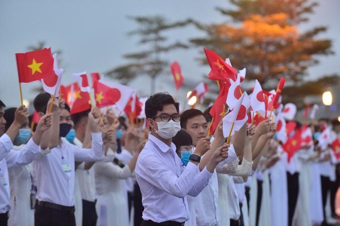 Thủ tướng Nhật Bản Suga Yoshihide và Phu nhân tới Hà Nội, bắt đầu thăm chính thức Việt Nam - Ảnh 5.