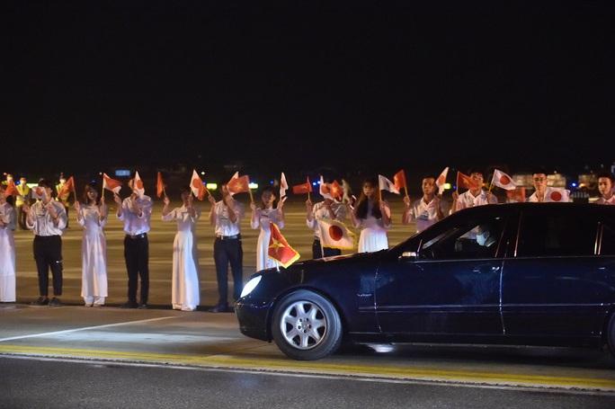 Thủ tướng Nhật Bản Suga Yoshihide và Phu nhân tới Hà Nội, bắt đầu thăm chính thức Việt Nam - Ảnh 8.