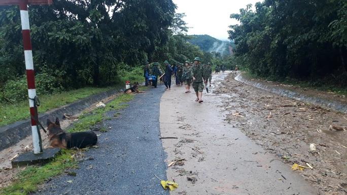 [VIDEO]: Băng rừng vào cứu nạn 22 cán bộ, chiến sĩ thuộc sư đoàn 337 nghi bị vùi lấp - Ảnh 3.