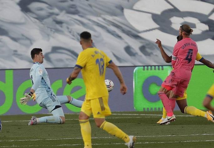Mất 6 sao, Real Madrid khủng hoảng trước El Clasico - Ảnh 1.