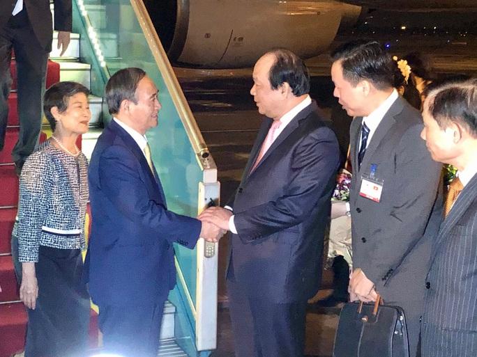 Thủ tướng Nhật Bản Suga Yoshihide và Phu nhân tới Hà Nội, bắt đầu thăm chính thức Việt Nam - Ảnh 6.