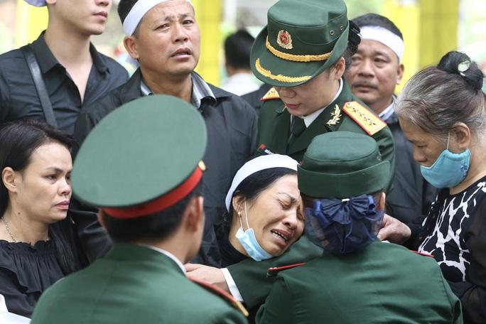 Xúc động Lễ tang 13 liệt sĩ hy sinh tại Rào Trăng 3 - Ảnh 15.