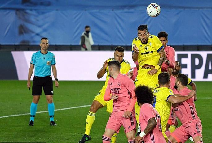 Địa chấn La Liga, Real Madrid và Barcelona rủ nhau bại trận - Ảnh 1.
