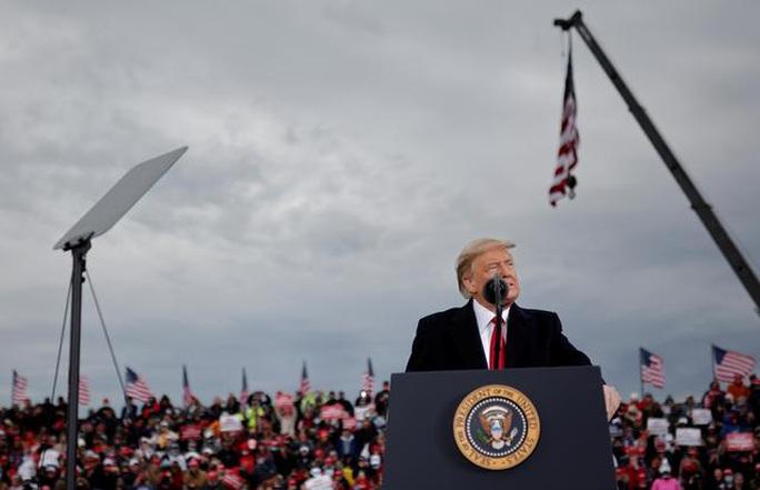 Tổng thống Trump tăng tốc ở các bang chiến trường - Ảnh 1.