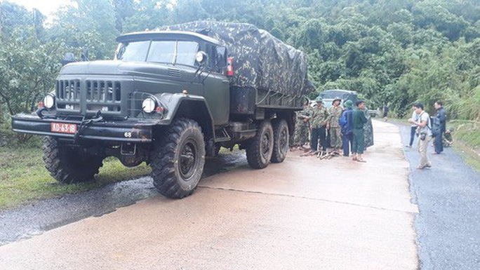 [VIDEO]: Băng rừng vào cứu nạn 22 cán bộ, chiến sĩ thuộc sư đoàn 337 nghi bị vùi lấp - Ảnh 10.