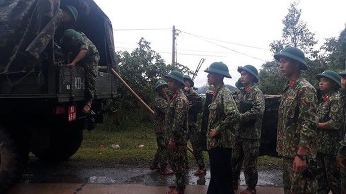 [VIDEO]: Băng rừng vào cứu nạn 22 cán bộ, chiến sĩ thuộc sư đoàn 337 nghi bị vùi lấp - Ảnh 11.
