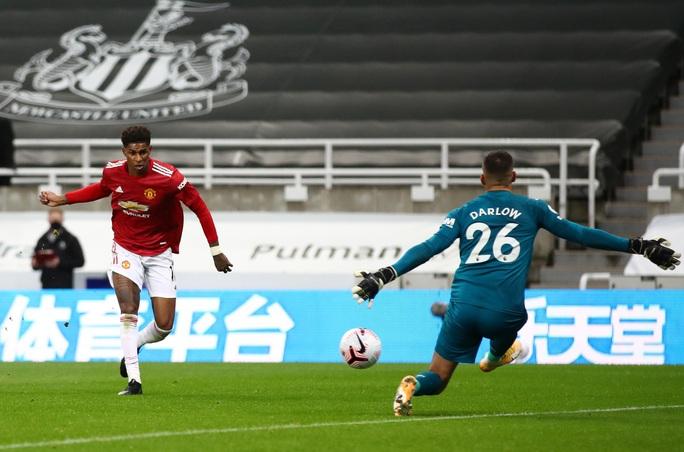 Nghiệt ngã đá phản, Man United ngược dòng ngoạn mục ở St.James' Park - Ảnh 6.