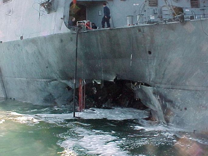 USS Cole bị đánh bom giữa ban ngày: Bài học xương máu 20 năm của Mỹ - Ảnh 1.
