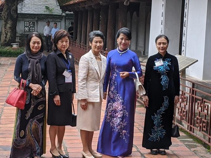 CLIP: Phu nhân Thủ tướng Nhật Bản tham quan Văn Miếu - Quốc Tử Giám - Ảnh 2.