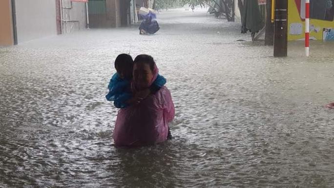 Hồ Kẻ Gỗ xả lũ, Hà Tĩnh sơ tán khẩn cấp gần 15.000 hộ dân - Ảnh 1.