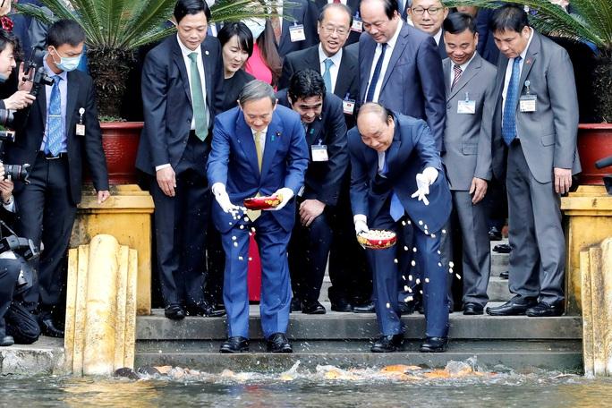 Thủ tướng Nhật Bản thăm Nhà sàn, Ao cá Bác Hồ - Ảnh 4.