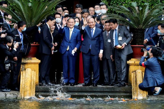 Thủ tướng Nhật Bản thăm Nhà sàn, Ao cá Bác Hồ - Ảnh 7.