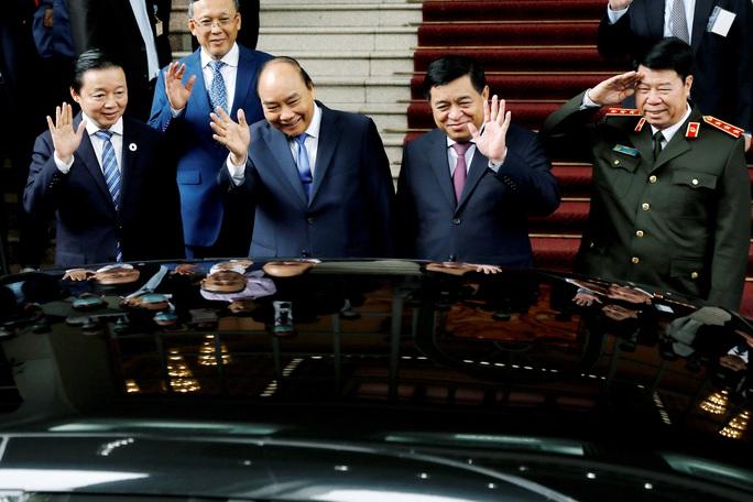 Thủ tướng Nhật Bản thăm Nhà sàn, Ao cá Bác Hồ - Ảnh 12.