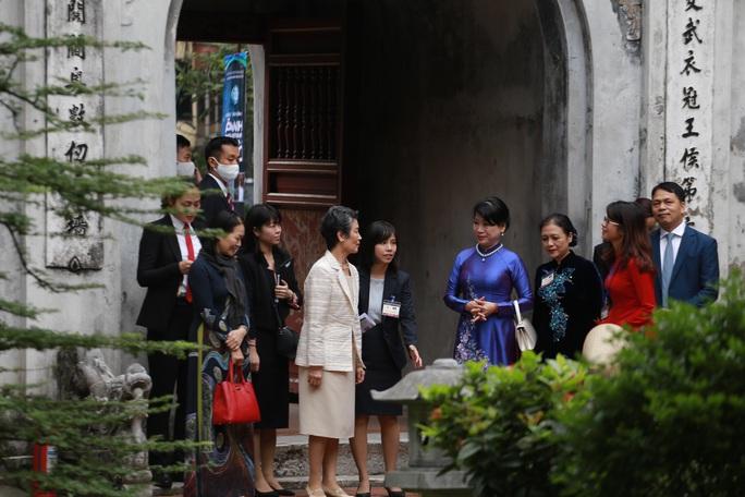 CLIP: Phu nhân Thủ tướng Nhật Bản tham quan Văn Miếu - Quốc Tử Giám - Ảnh 4.