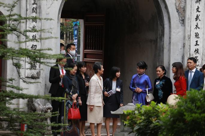 CLIP: Phu nhân Thủ tướng Nhật Bản tham quan Văn Miếu - Quốc Tử Giám - Ảnh 5.