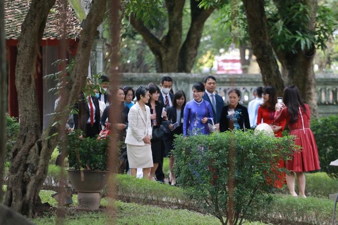 CLIP: Phu nhân Thủ tướng Nhật Bản tham quan Văn Miếu - Quốc Tử Giám - Ảnh 8.