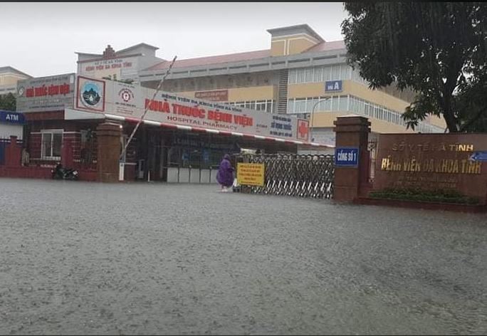 Hồ Kẻ Gỗ xả lũ, Hà Tĩnh sơ tán khẩn cấp gần 15.000 hộ dân - Ảnh 2.