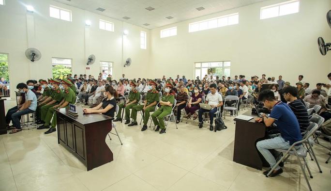 Hàng trăm người theo dõi phiên tòa chủ quán nướng bắt khách quỳ xin lỗi - Ảnh 2.