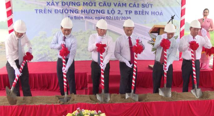 Khởi công cầu Vàm Cái Sứt, kết nối vùng sân bay Long Thành với trung tâm TP HCM - Ảnh 1.