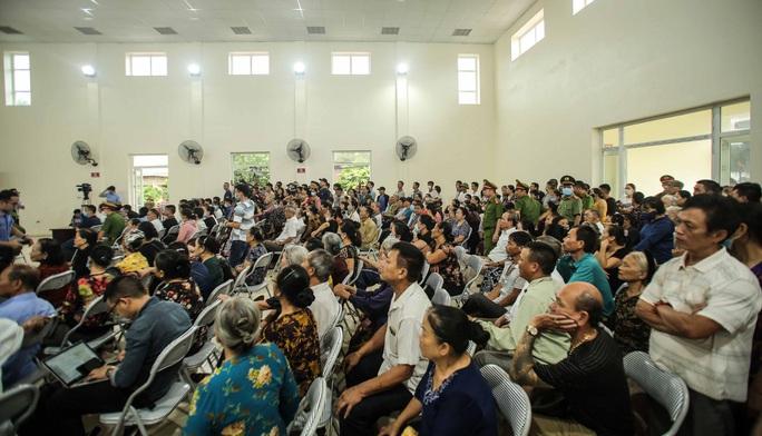 Hàng trăm người theo dõi phiên tòa chủ quán nướng bắt khách quỳ xin lỗi - Ảnh 3.