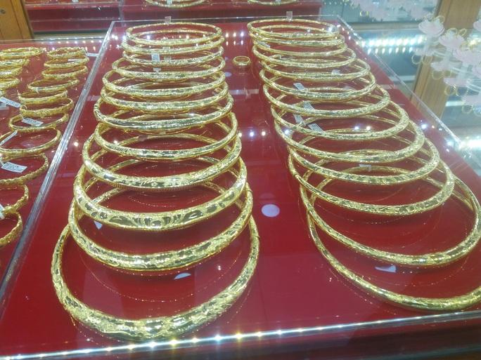 Giá vàng hôm nay 2-10: Tăng hơn nửa triệu đồng/lượng, sau khi biến động mạnh - Ảnh 1.