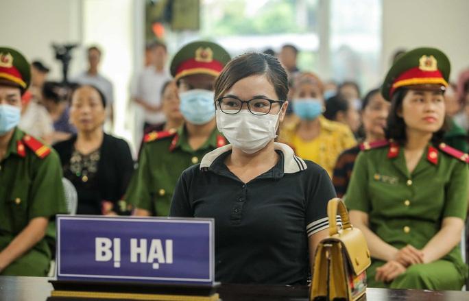 Hàng trăm người theo dõi phiên tòa chủ quán nướng bắt khách quỳ xin lỗi - Ảnh 6.