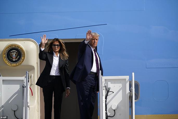 NÓNG: Tổng thống Donald Trump và vợ mắc Covid-19 - Ảnh 3.