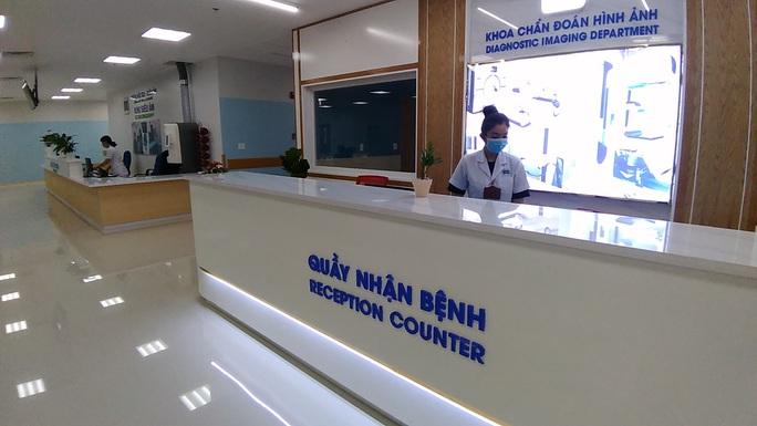 Sáng nay, Bệnh viện Ung Bướu hiện đại nhất TP HCM bắt đầu khám bệnh - Ảnh 7.