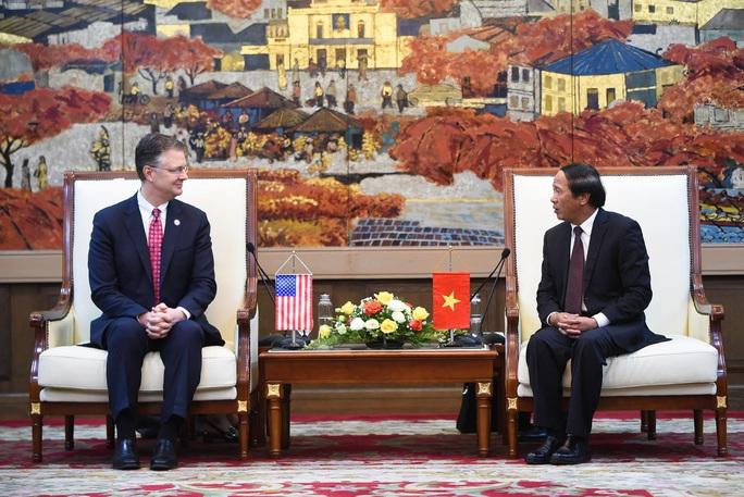 Đại sứ Mỹ thăm di tích lịch sử Bạch Đằng - Ảnh 1.