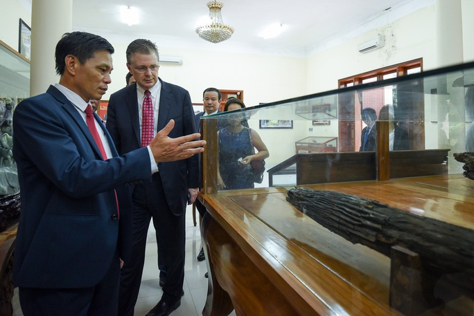 Đại sứ Mỹ thăm di tích lịch sử Bạch Đằng - Ảnh 4.